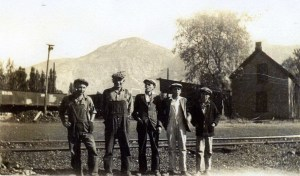 Pioneer Coal & Lumber; Cotty & Francis Sully and 3 friends; photo Myrtle Gamble, c. 1930.